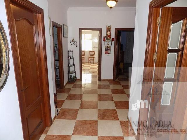 For sale of house in Campillos