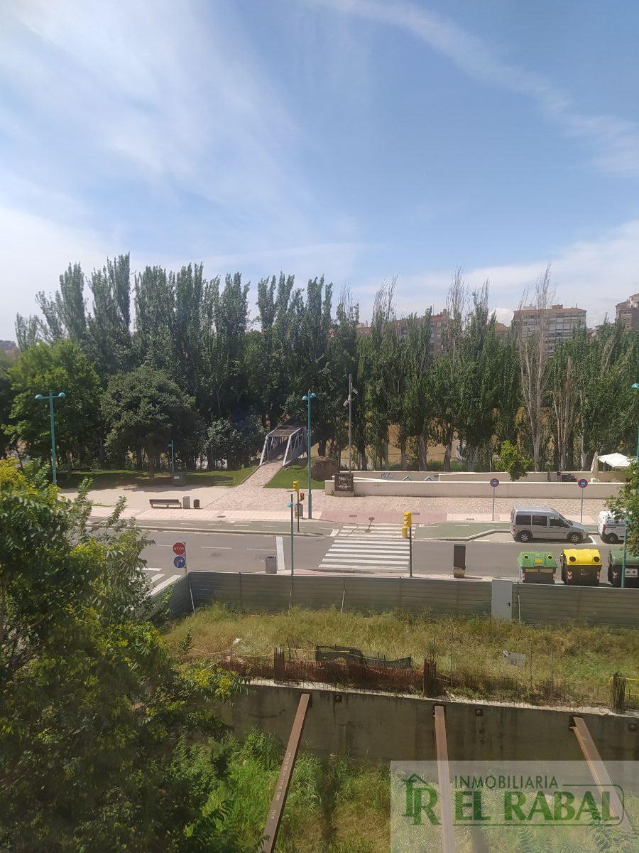 For sale of apartment in Zaragoza