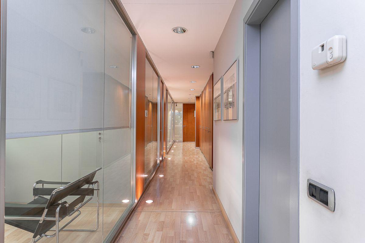 For sale of office in Badalona