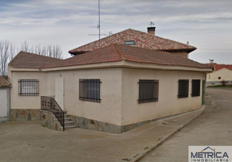 For sale of house in Mozárbez
