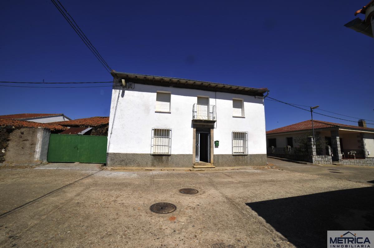 For sale of house in La Sierpe