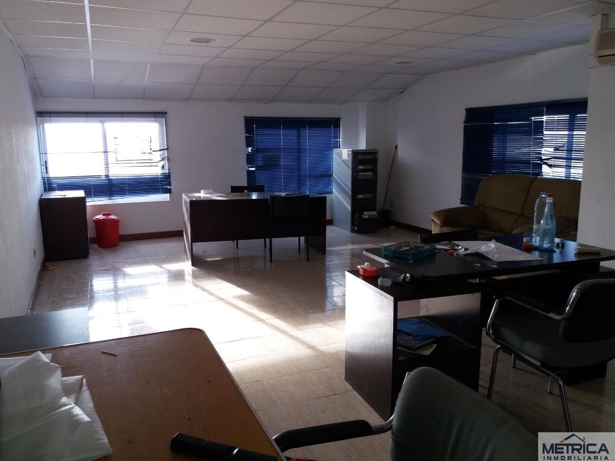 For rent of office in Villares de la Reina