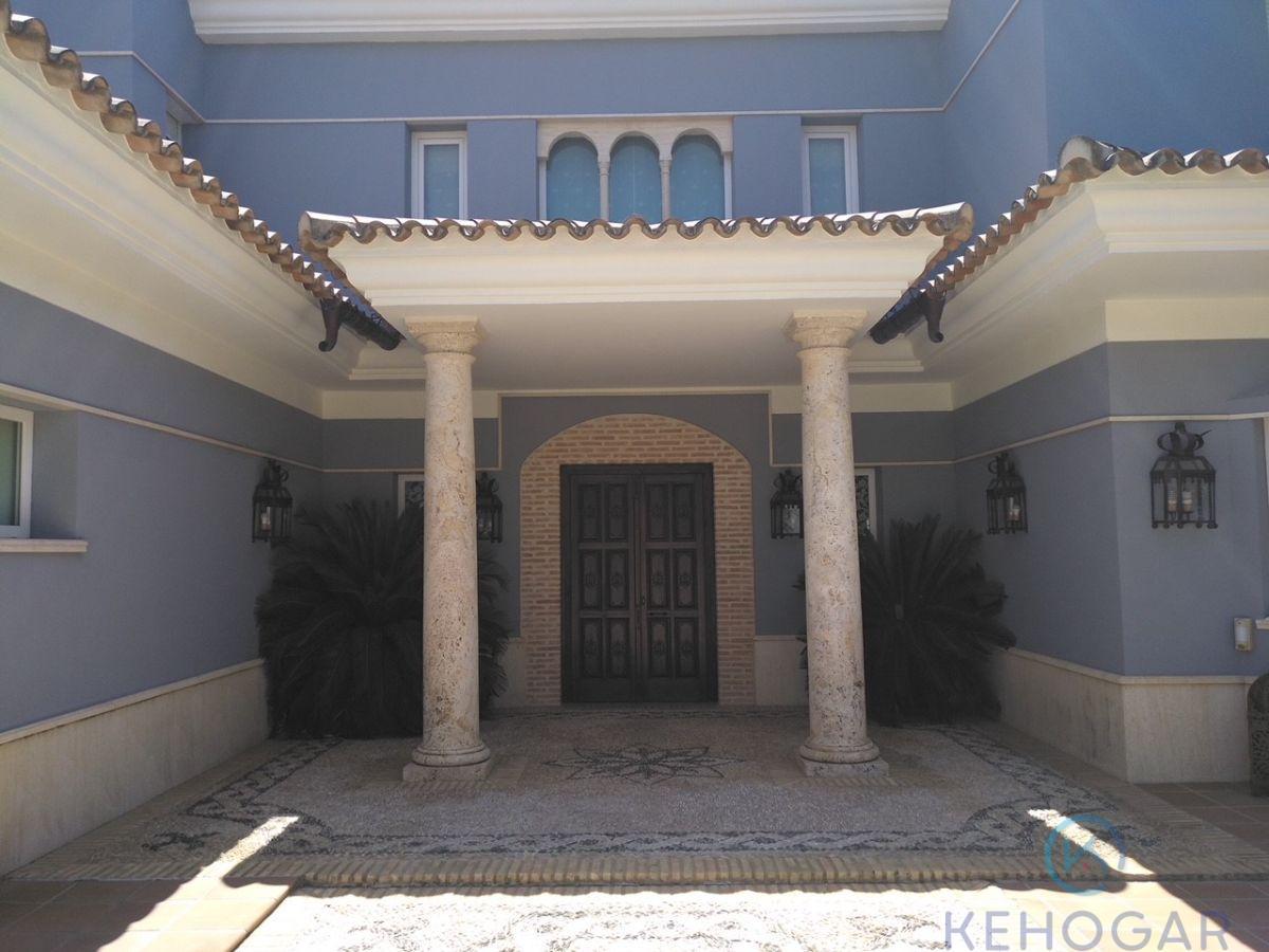 For sale of chalet in Mairena del Aljarafe