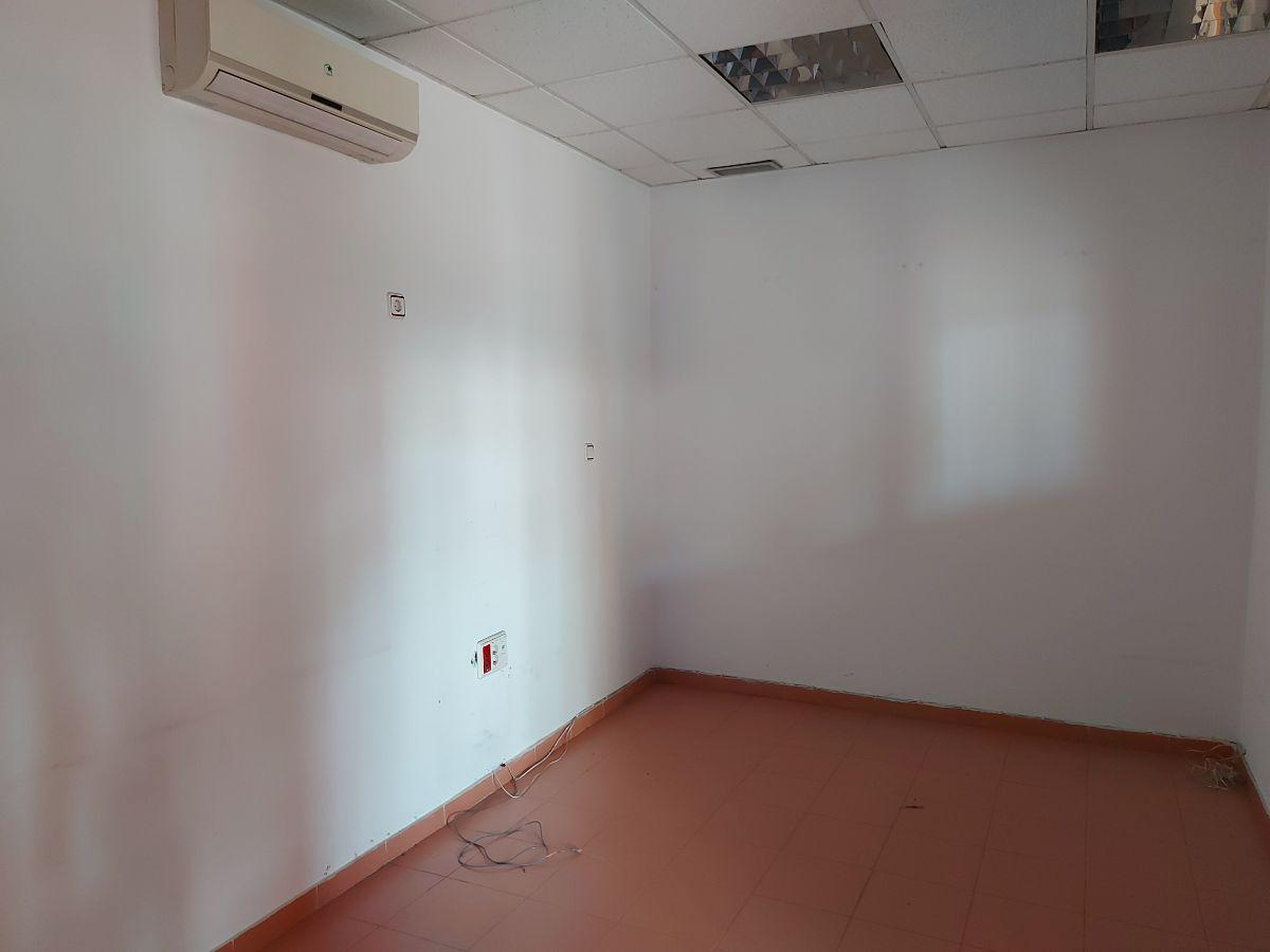 For rent of commercial in Dos Hermanas