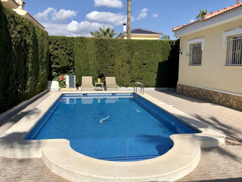 For sale of villa in Rojales
