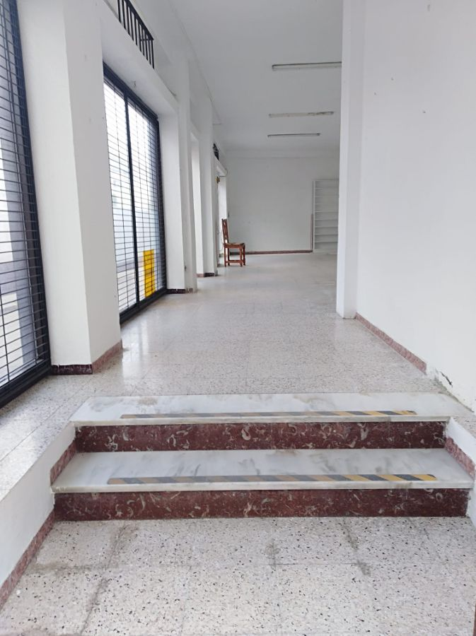 For rent of commercial in San Fernando