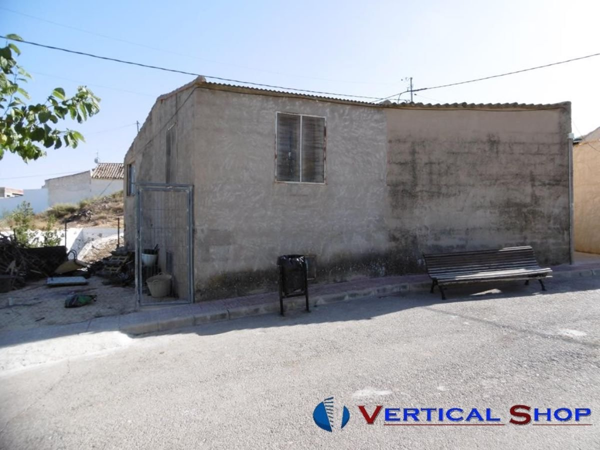 For sale of industrial plant/warehouse in Caudete