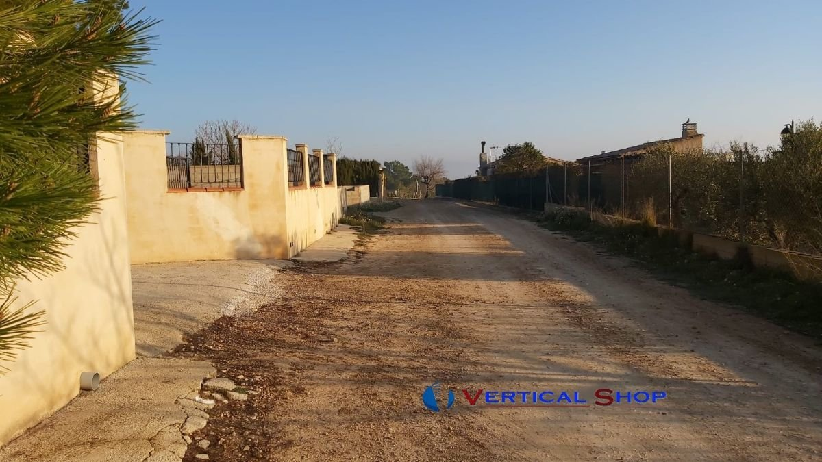 For sale of land in Caudete