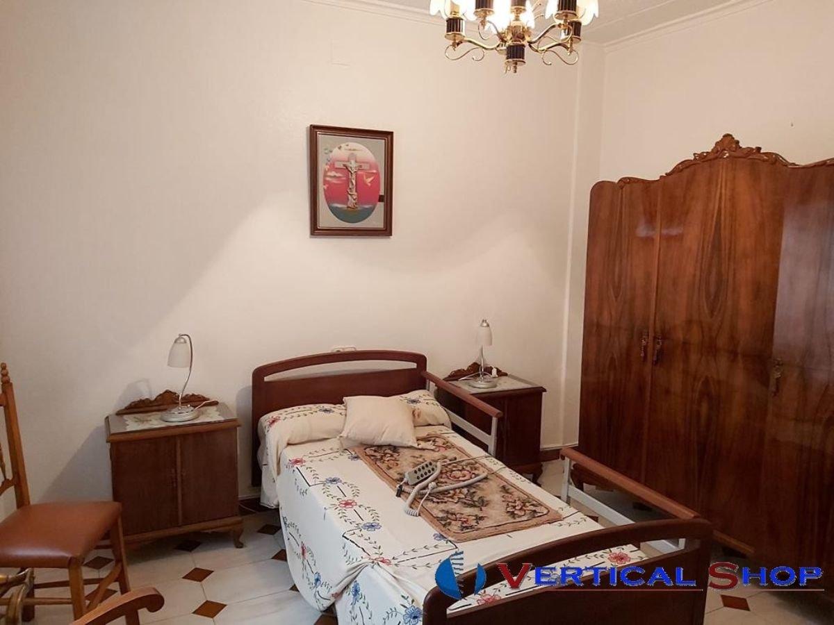 For sale of ground floor in Caudete