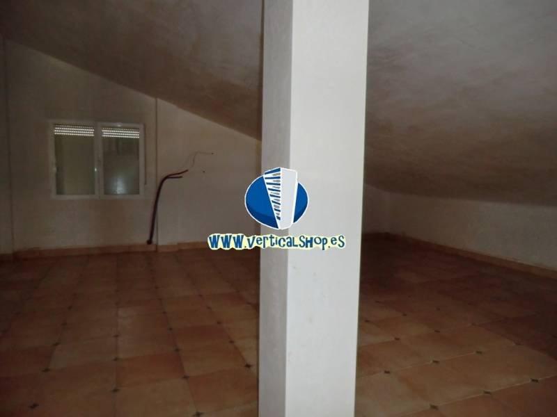 For sale of chalet in Yecla