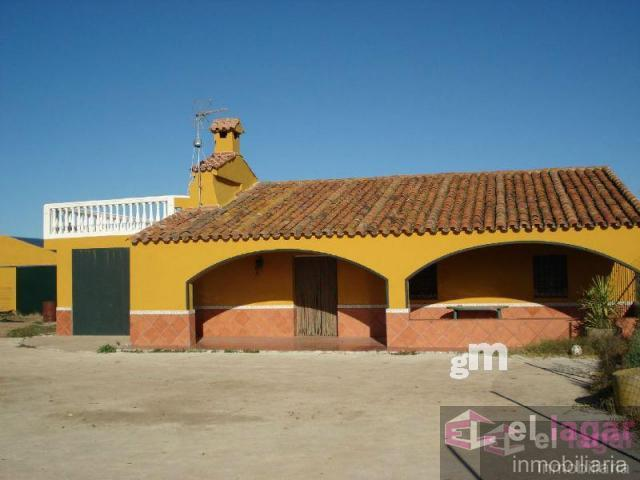 For sale of chalet in Montijo