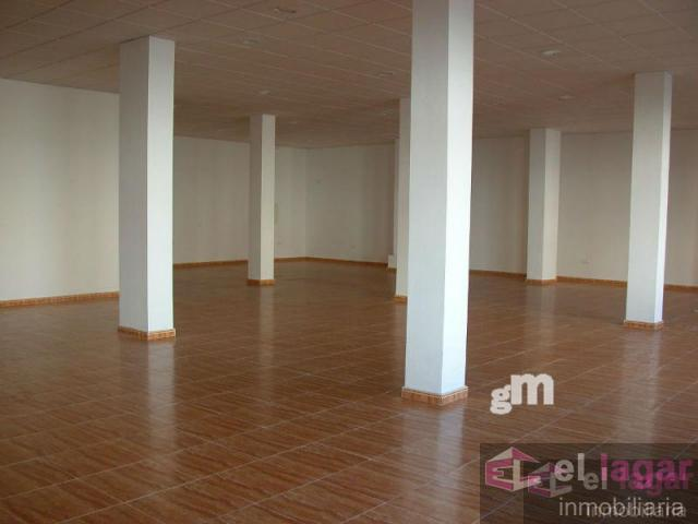 For rent of commercial in Montijo