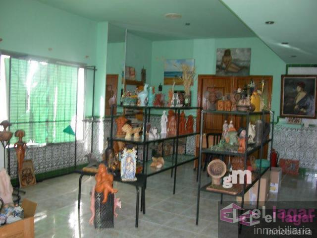 For sale of commercial in Barbaño