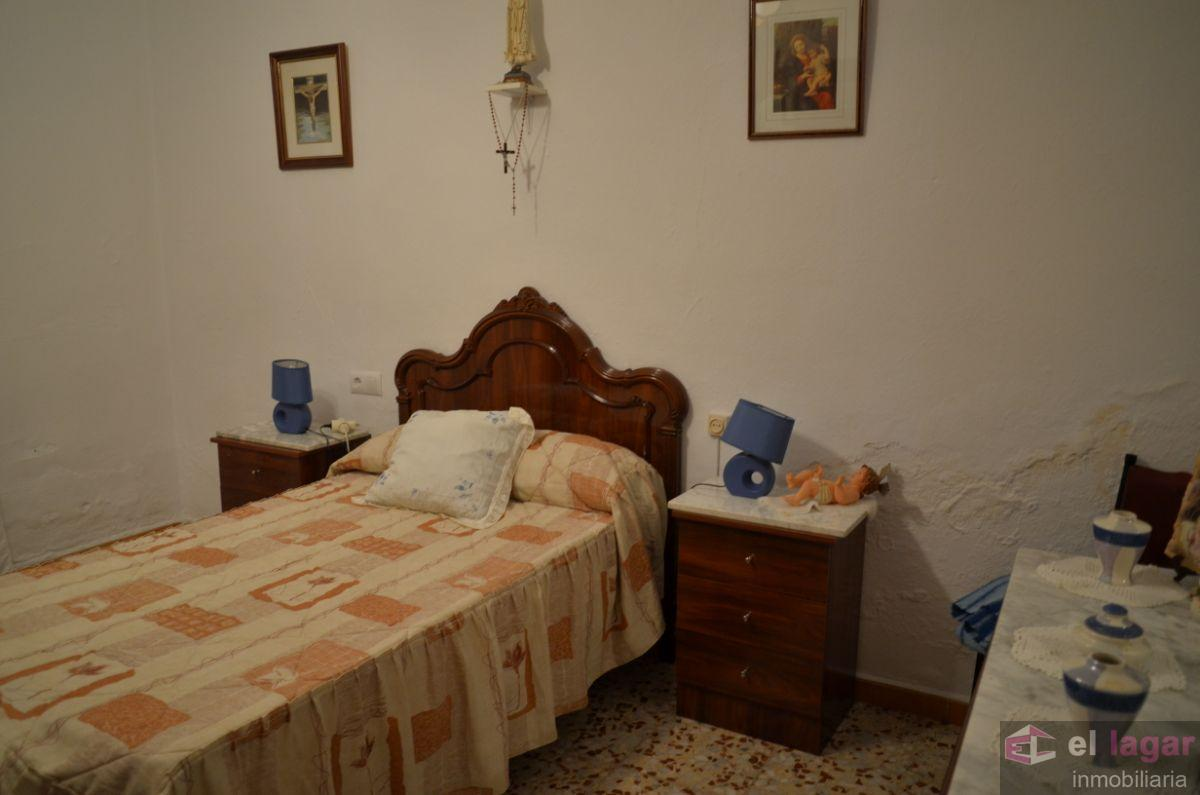 For sale of house in Valdelacalzada