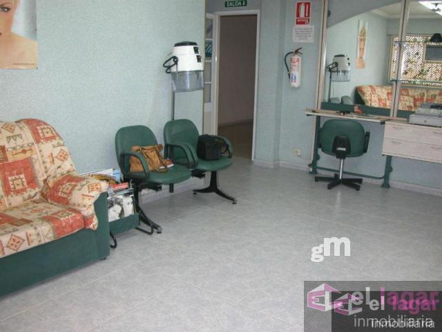 For sale of ground floor in Montijo