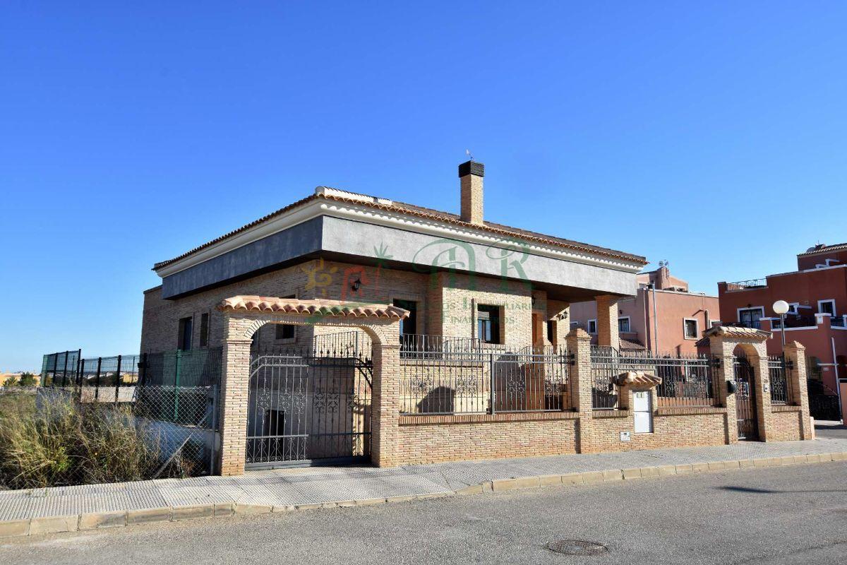 Venta de villa en Los Montesinos