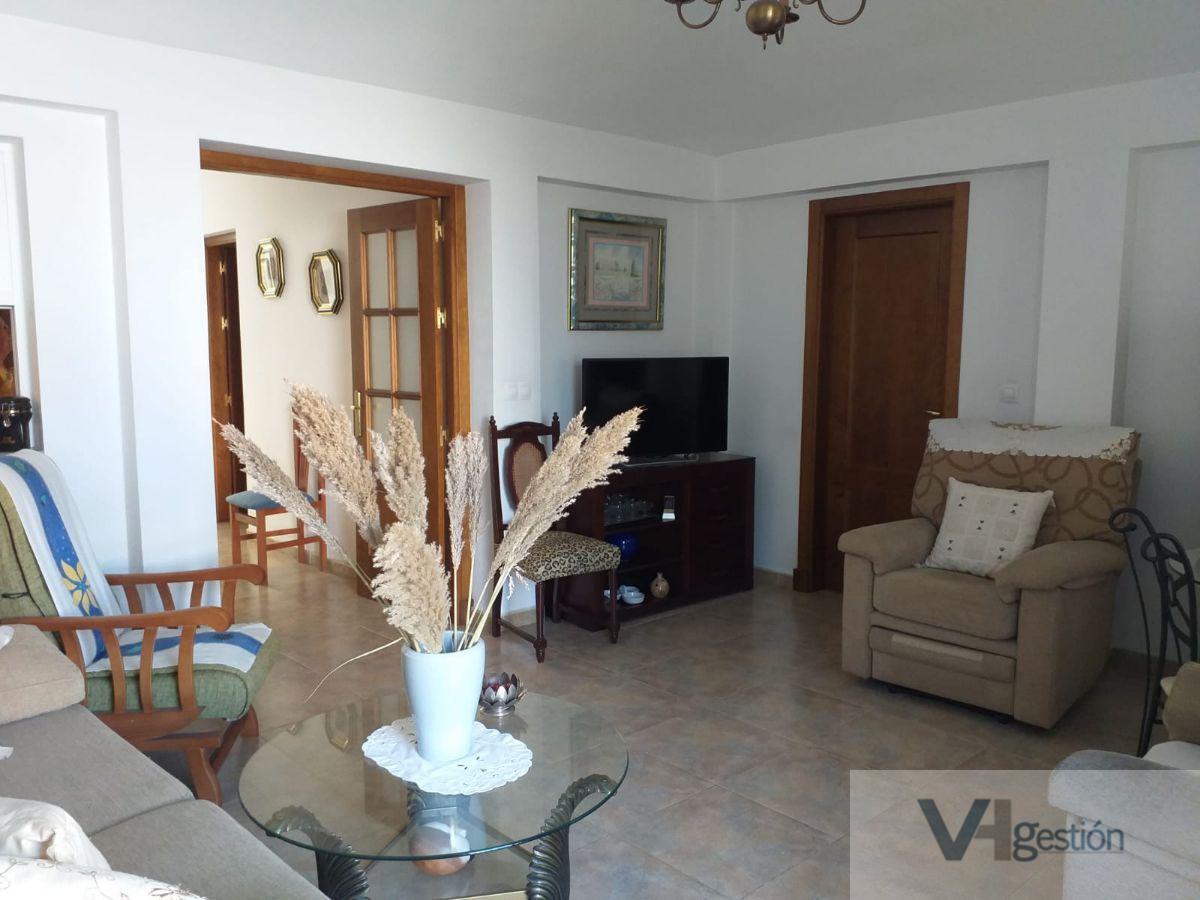 For sale of house in Villamartín