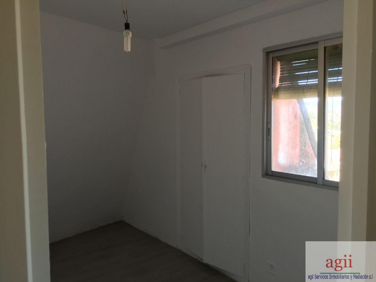 For sale of flat in Sacedón