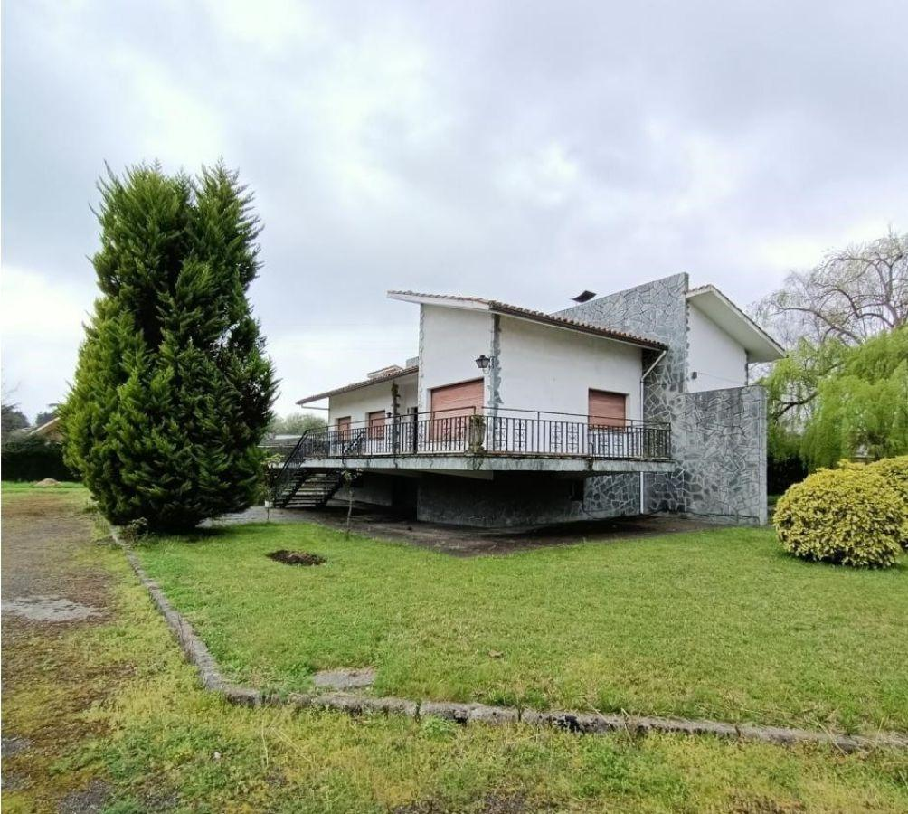 For sale of chalet in Gijón