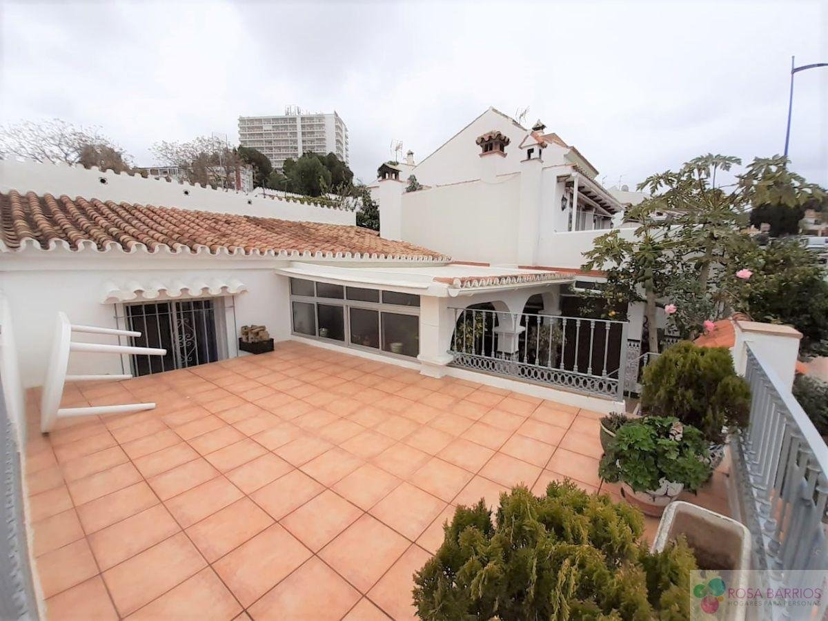 For sale of house in Nueva Andalucía