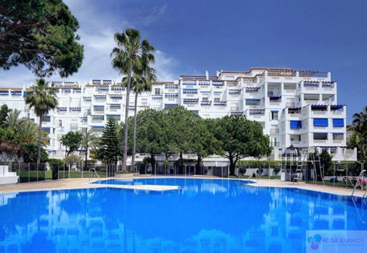 For sale of flat in Nueva Andalucía