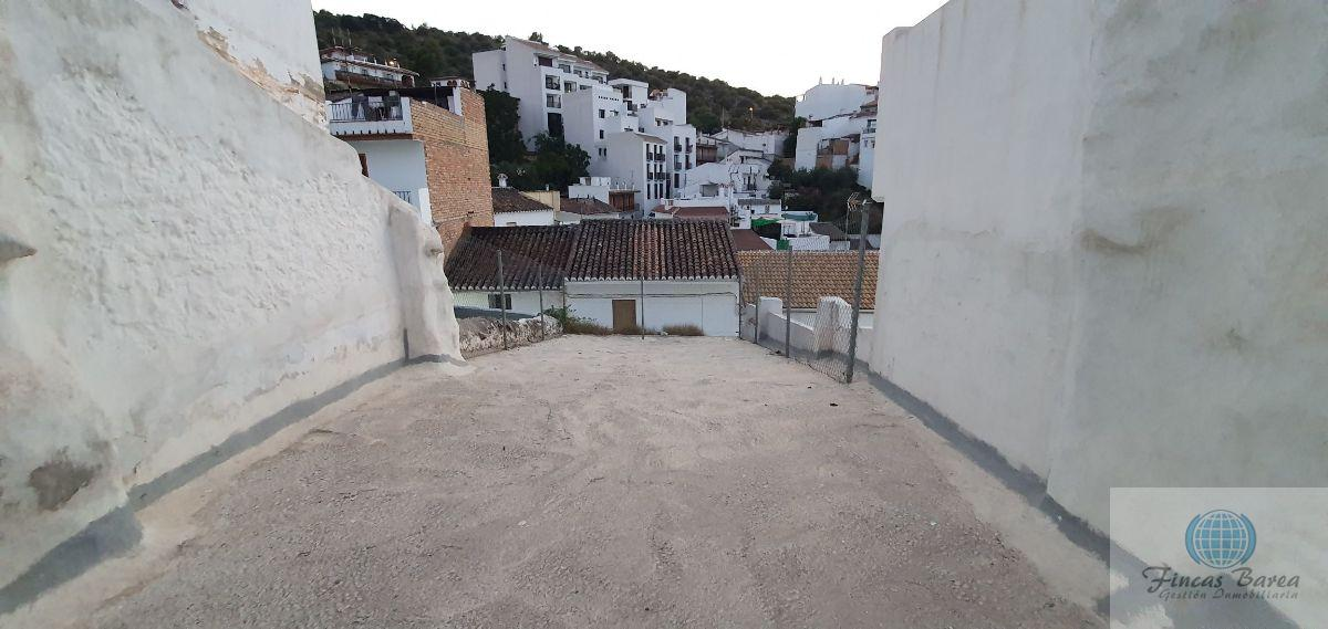 For sale of land in Guaro