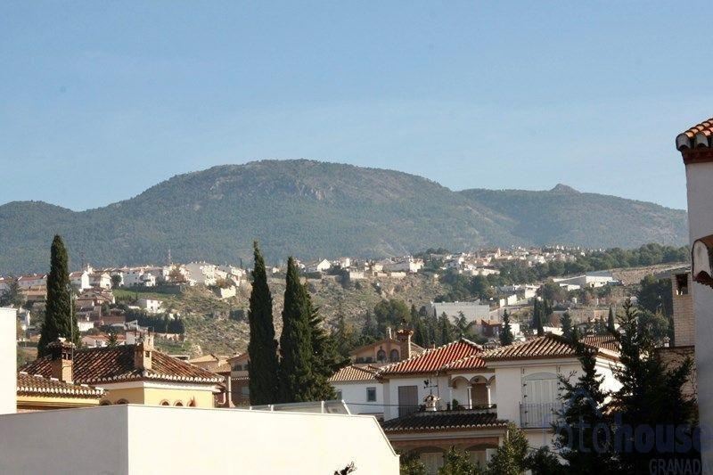 For sale of flat in Cájar
