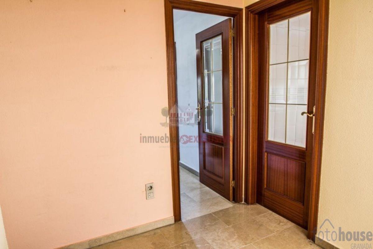 For sale of apartment in Granada