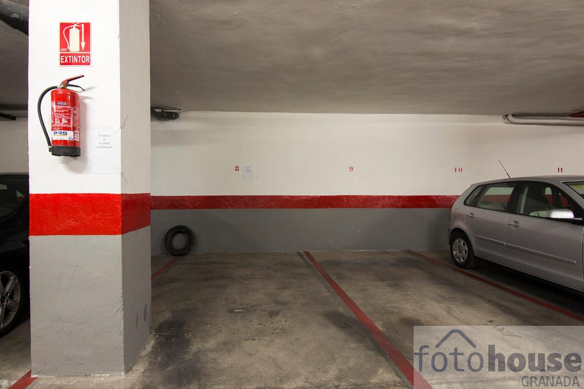 For sale of garage in Granada