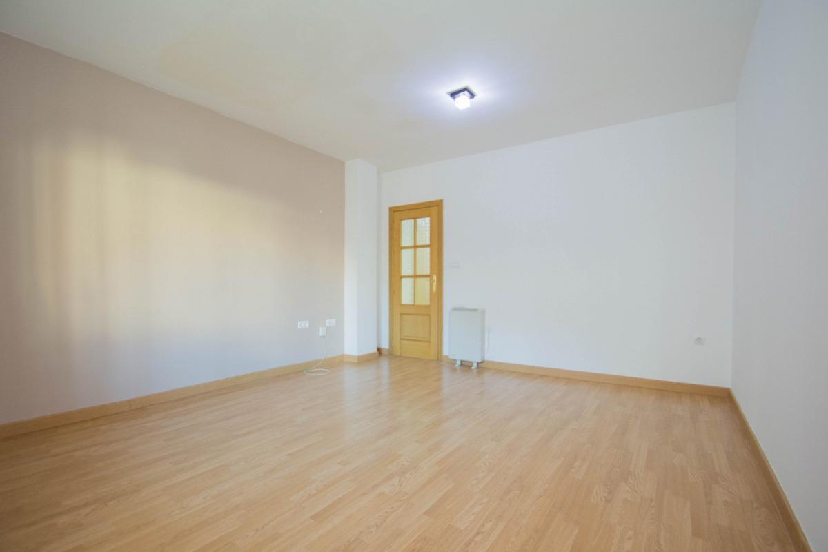 For sale of flat in Gójar