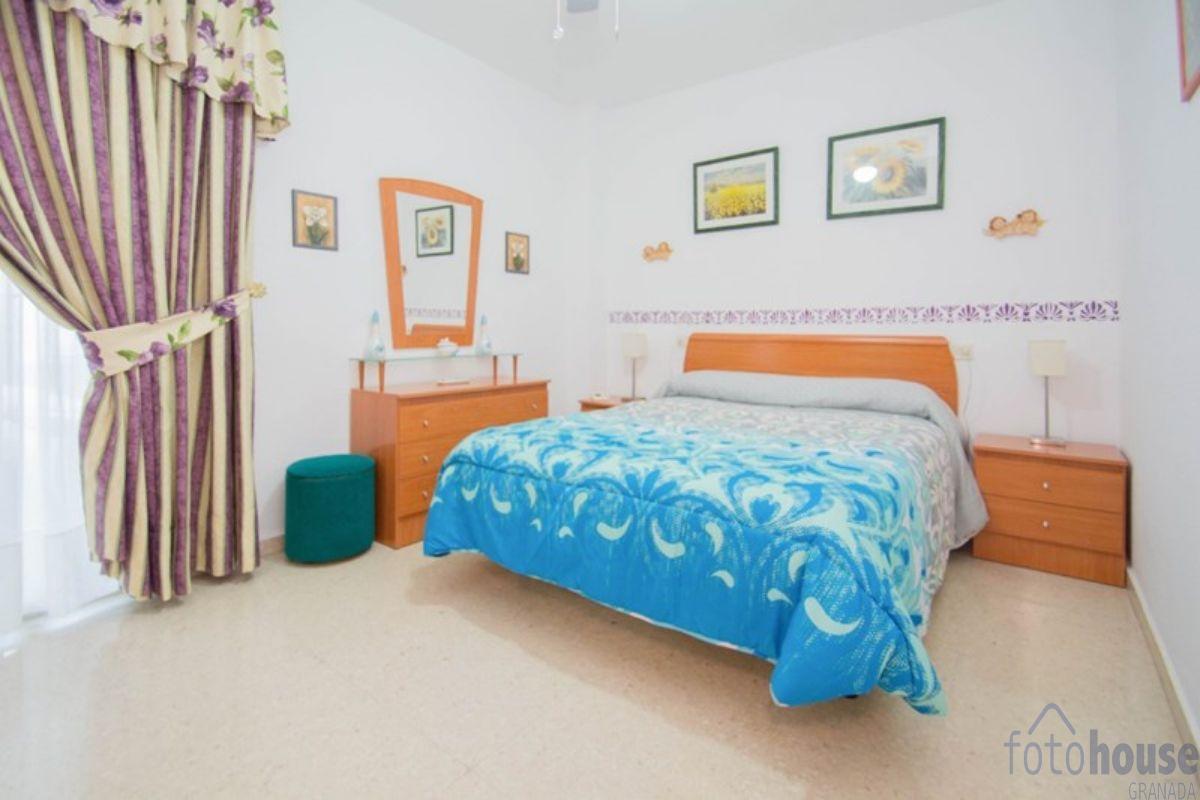 For sale of flat in Huétor Vega