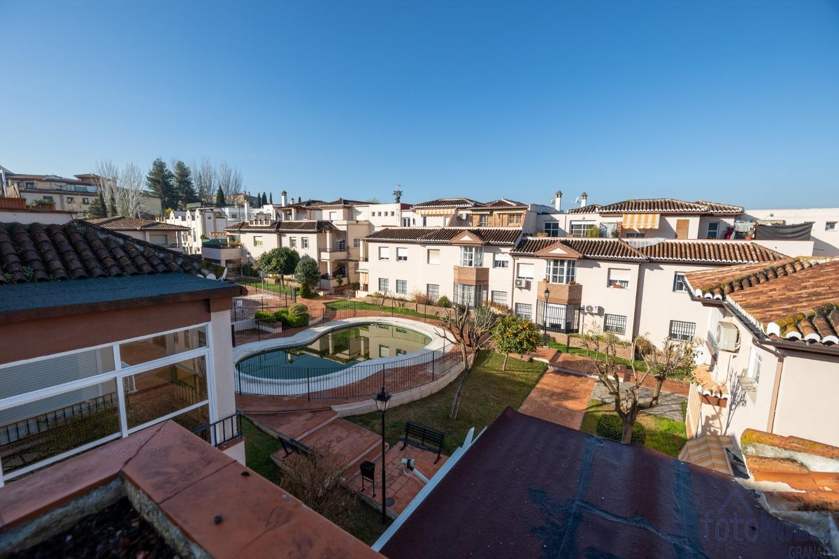 For sale of penthouse in La Zubia