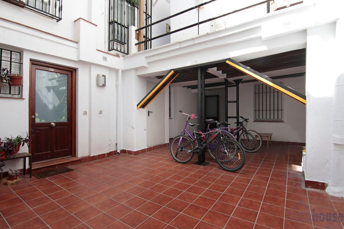 For sale of building in Granada
