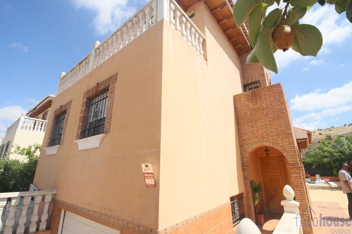 For sale of chalet in Huétor Vega