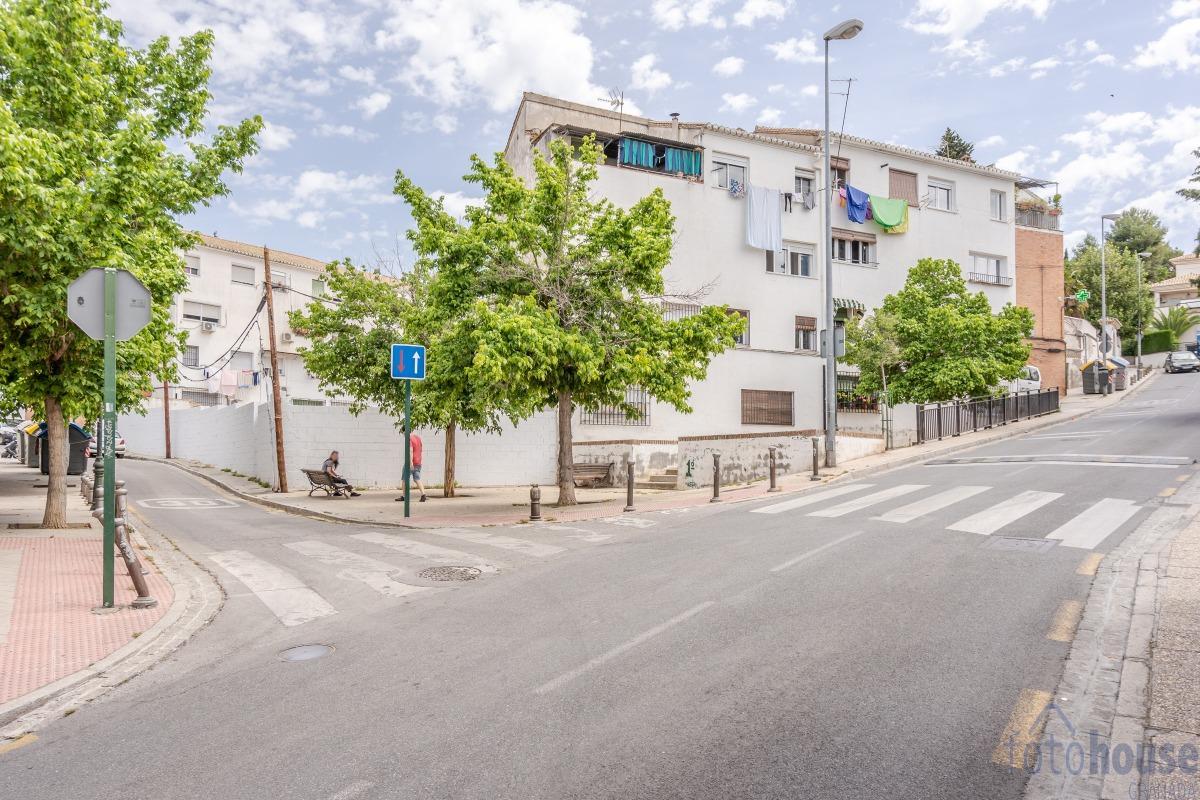 For sale of land in Granada