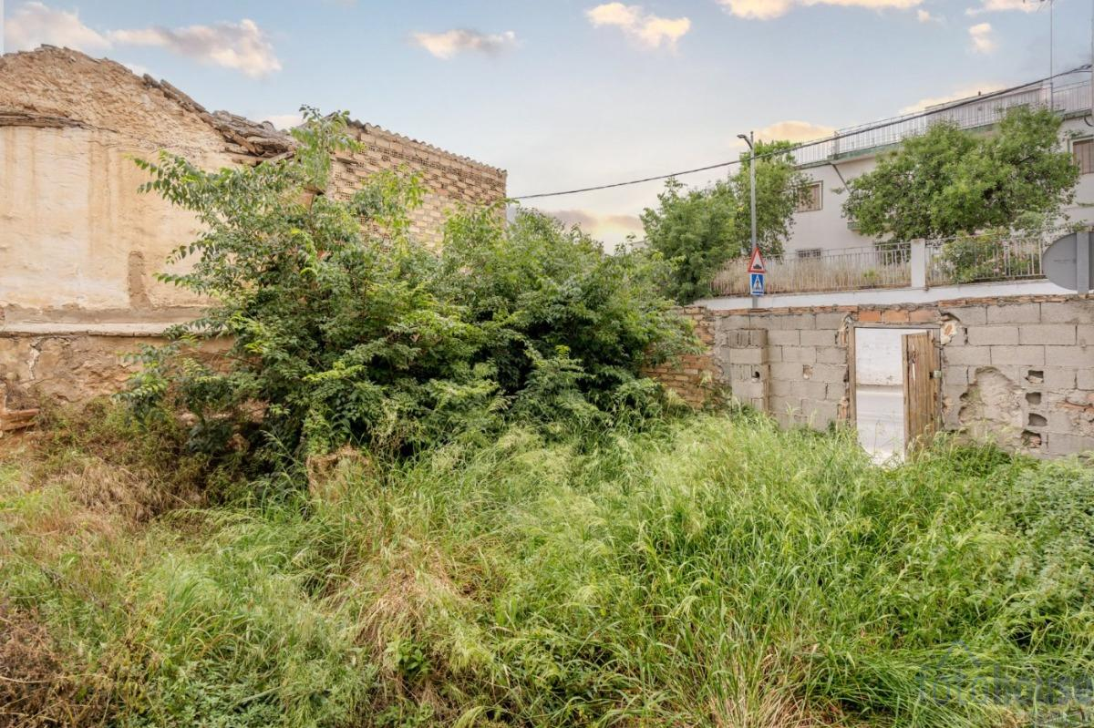 For sale of land in Gójar