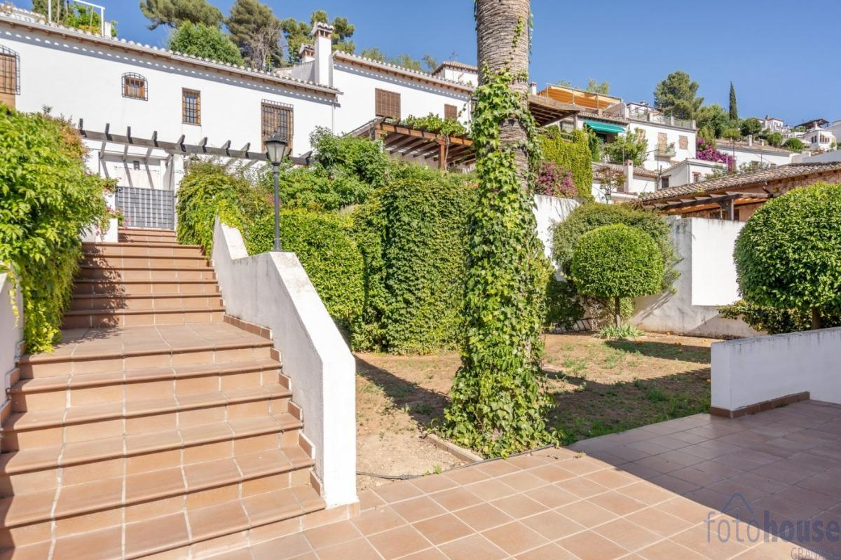 For sale of house in Granada