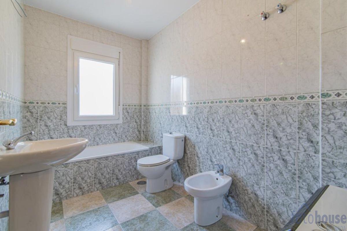 For sale of house in Churriana de la Vega