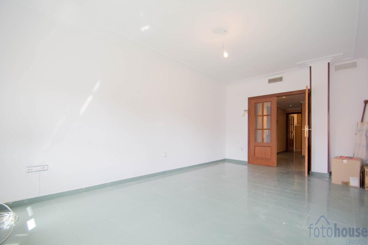 For sale of flat in Linares