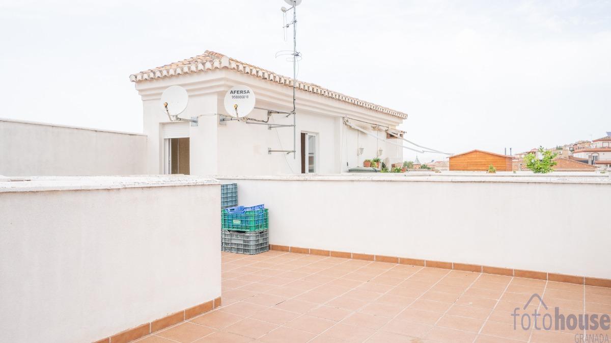 For sale of flat in Güevéjar