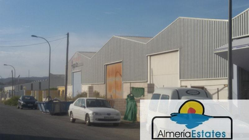 For sale of commercial in Cantoria