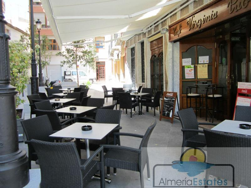 For sale of commercial in Baza