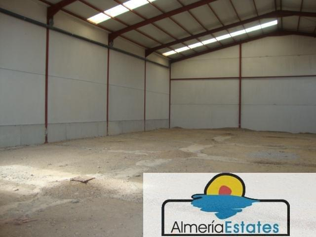 For rent of commercial in Cantoria