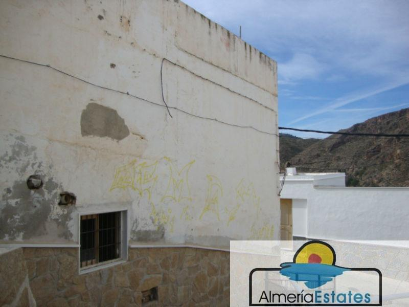 For sale of house in Macael