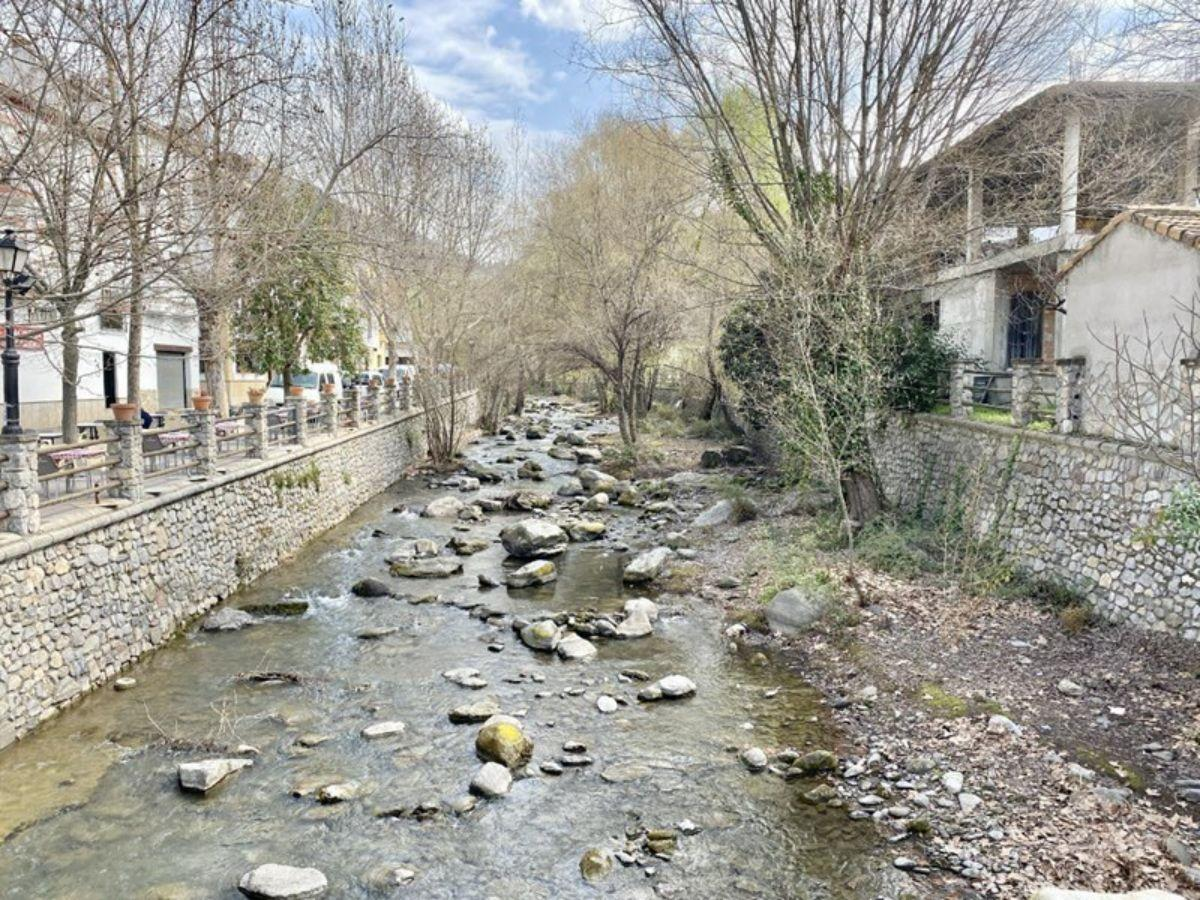 For sale of house in Pinos Genil