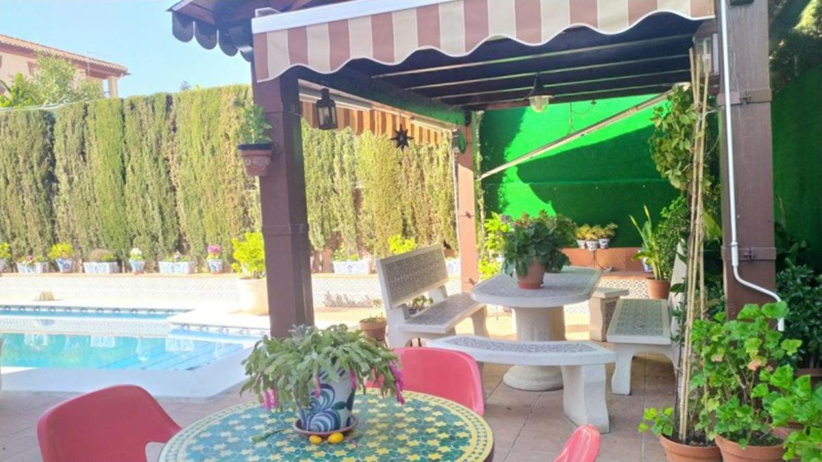 For sale of chalet in Cúllar Vega