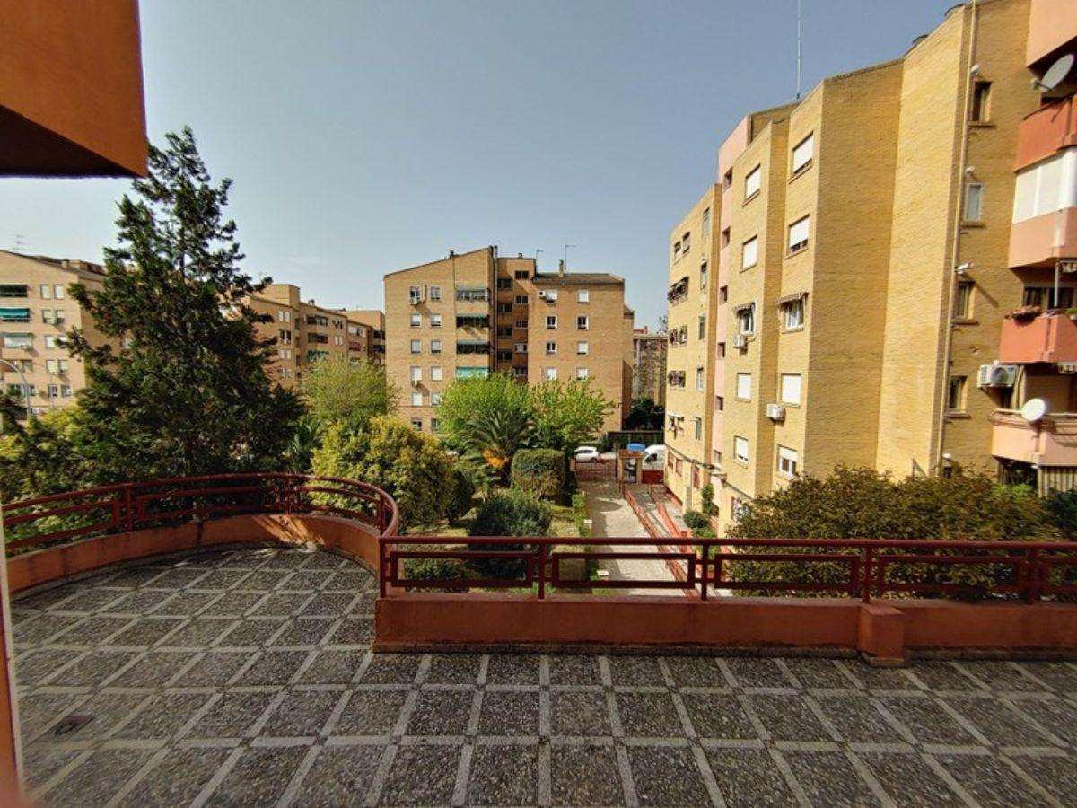 For sale of flat in Granada