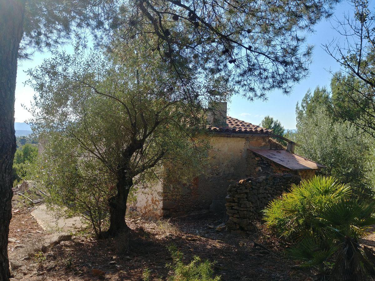 For sale of masia in La Pobla Tornesa