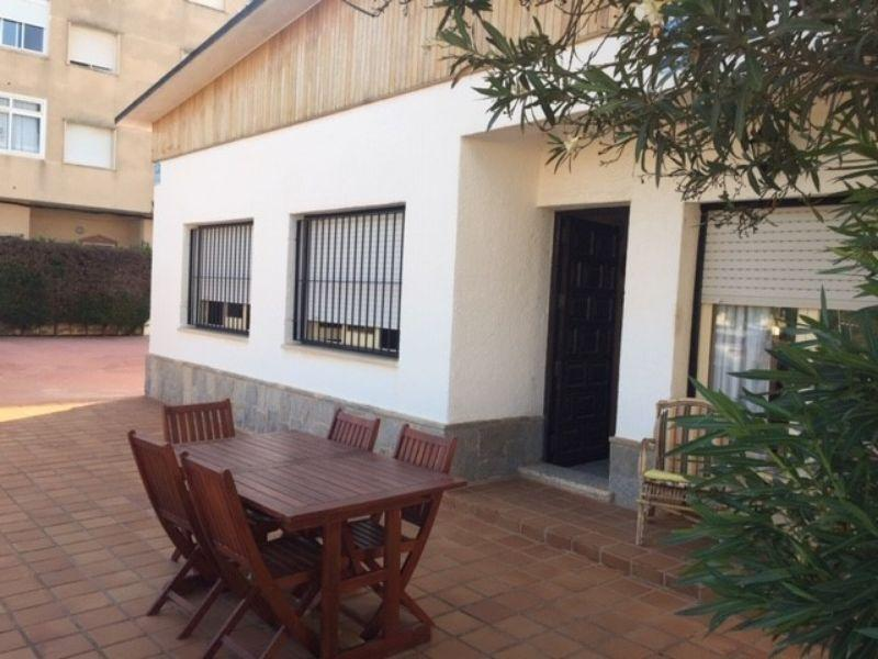 For rent of chalet in Los Nietos