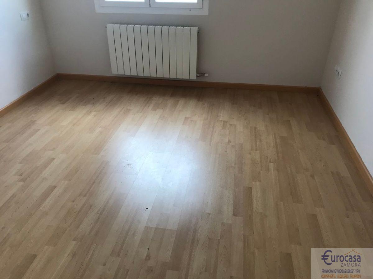 Venta de piso en Morales del Vino